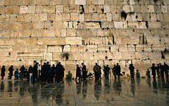 Половина обитателей Израиля задумывается об эмиграции